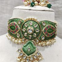 Full Green Diamond And Pearl Work Style Necklace And Earrings Set
